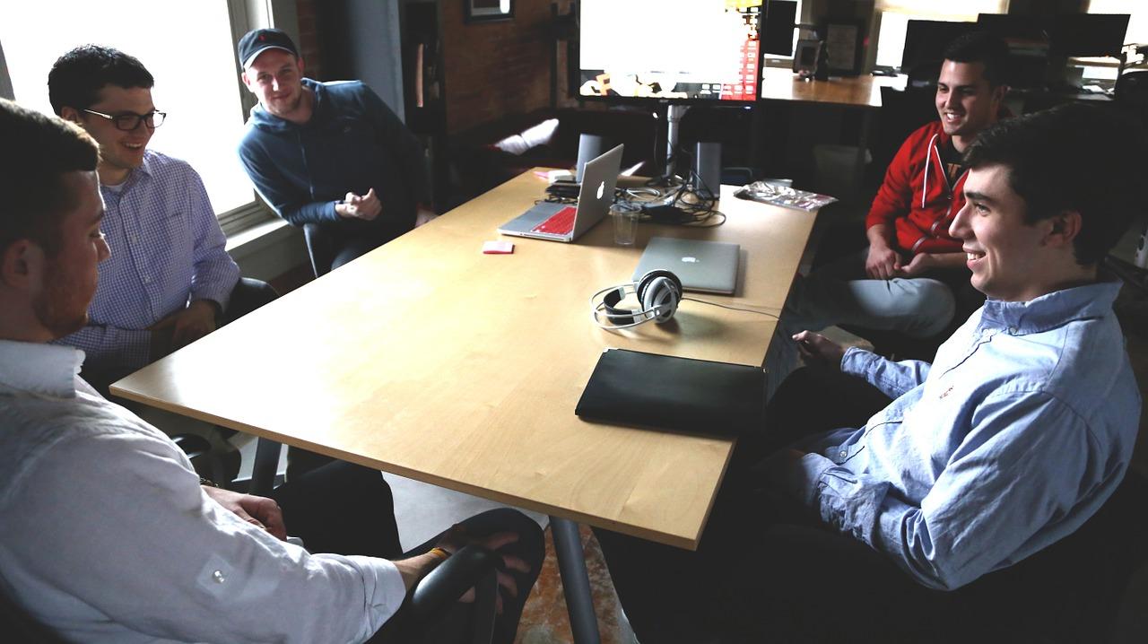 תמונה של צוות המספק שירותי מחשוב לעסקים בהוד השרון